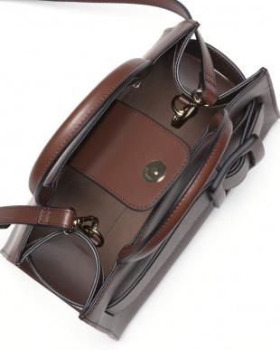 Brown バックルベルト付きトートバッグ(床革)を見る