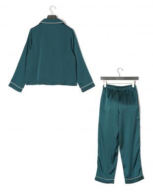 グリーン サテン 長袖パジャマ&ロングパンツ セットを見る