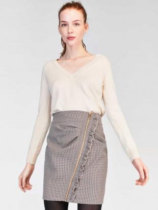 ベージュ タックデザイン千鳥格子柄スカート IMPORTED TARA JARMONを見る