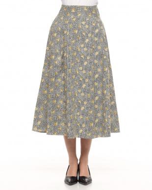 イエロー 花柄スカートを見る