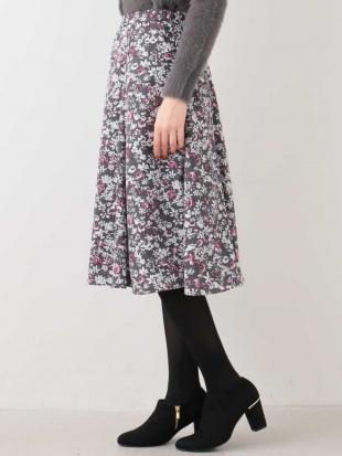 ピンク 小花柄プリントフレアスカート OFUONを見る