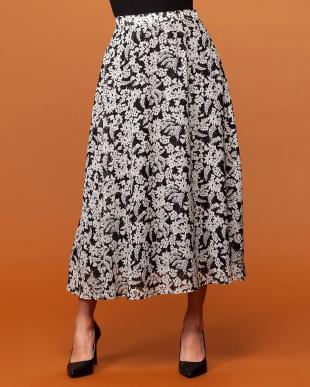 黒系 スカートを見る