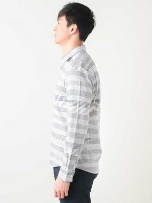 ライトブルー 綿麻ボーダーシャツ[WEB限定サイズ] a.v.v HOMMEを見る