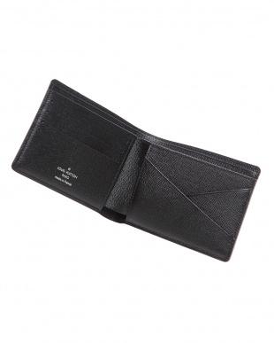 二つ折り財布を見る