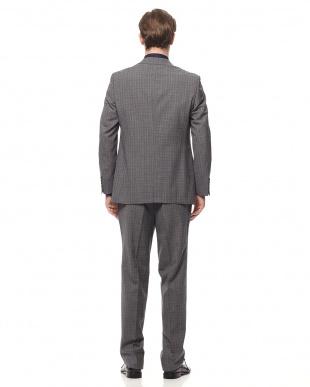 グレー スーツを見る