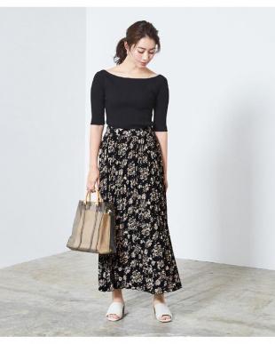 花柄/ブラック ミモレ丈プリーツスカートを見る
