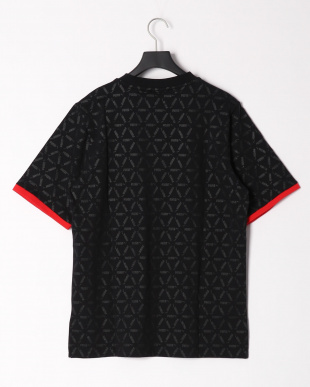 PUMA BLACK LUXE PACK AOP テープ SS Tシャツを見る