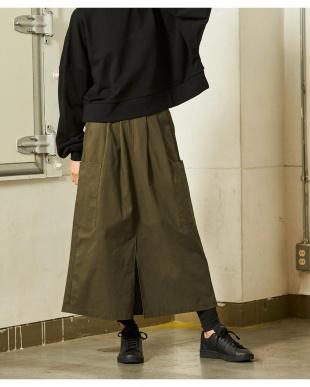 カーキ ビッグポケットスリットロングスカートを見る