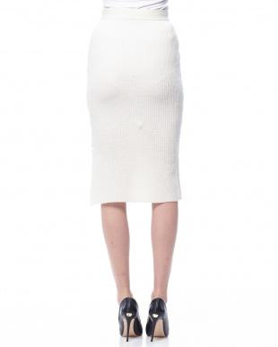 ホワイト 畦ニットセットアップスカートを見る