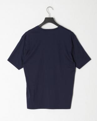 ネイビー ローズペトール VネックTシャツを見る