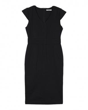ブラック Vネックデザインタイトドレスを見る