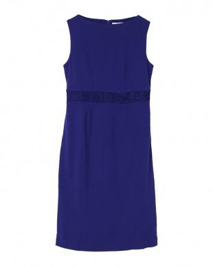 ブルー ウエストレースストレッチスリムドレスを見る