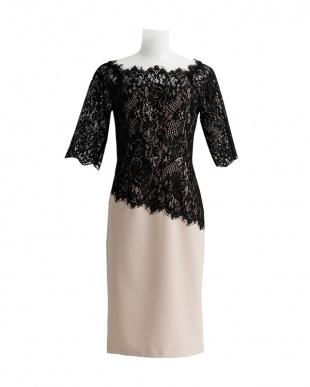 ベージュ/ブラック スクエアネックレースドレスを見る