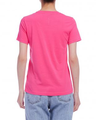 ピンク プリント Tシャツを見る