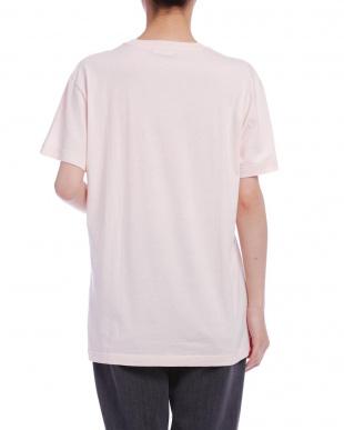 ピンクベージュ プリント Tシャツを見る