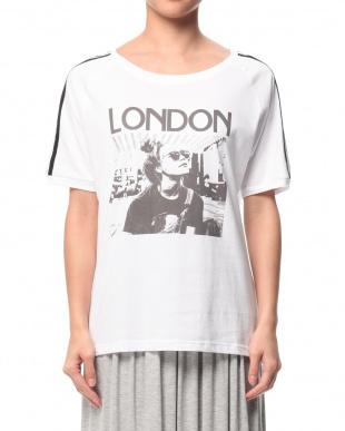 ホワイト デザインライン プリント五分袖Tシャツを見る