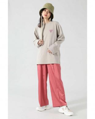 ベージュ <ROSE BUD別注>GUESSロングスリーブTシャツ R/B(オリジナル)を見る
