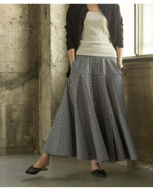 チェック/ブラック ボリュームタックフレアスカートを見る