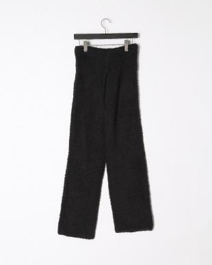 black pantsを見る