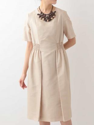 ベージュ シャーリングデザインドレス HIROKO BISを見る