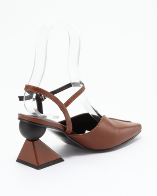 BROWN SQUARE SANDALSを見る