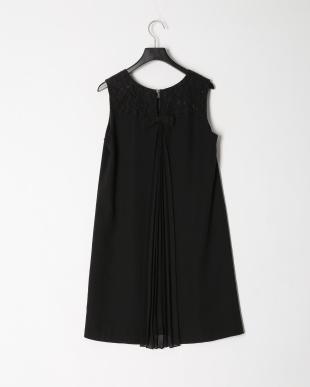 ブラック バックプリーツノースリーブドレスを見る