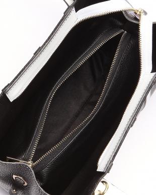 ブラック/ホワイト バッグを見る