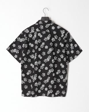 BLACK/WHITE FLOWERS Shirtsを見る