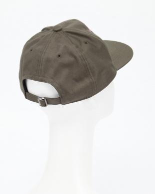 038  帽子を見る