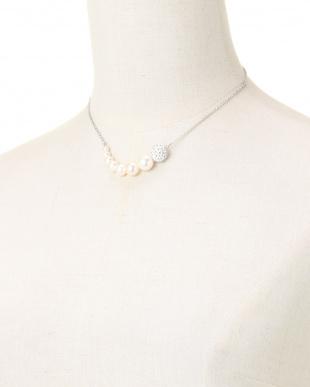 ホワイト/シルバー/クリスタル グラデーション貝パール シルバーチェーンネックレスを見る
