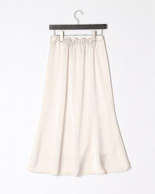 アイボリー サテンフレアロングスカートを見る