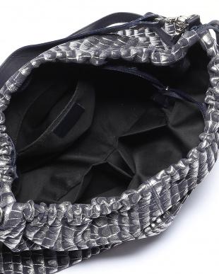 ブラックメタル バッグを見る