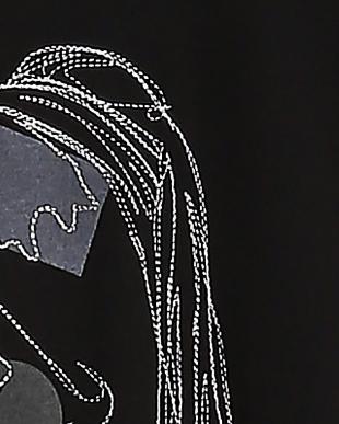 BLACK 絵画Tシャツ 真珠の耳飾りの少女を見る