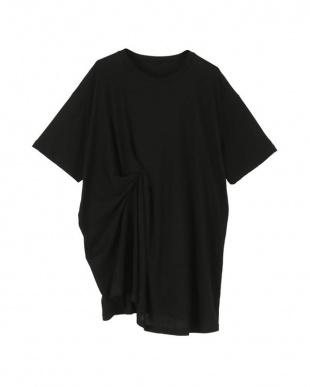 ブラック 斜行天竺タックデザインTシャツを見る