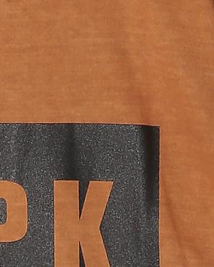 ブラウン ピグメントダイTシャツを見る