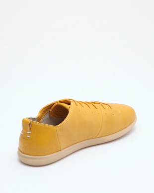 YELLOW SNEAKERSを見る