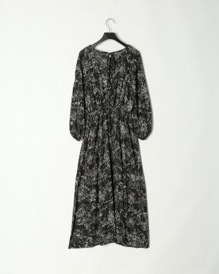 ブラック スリットドレスを見る