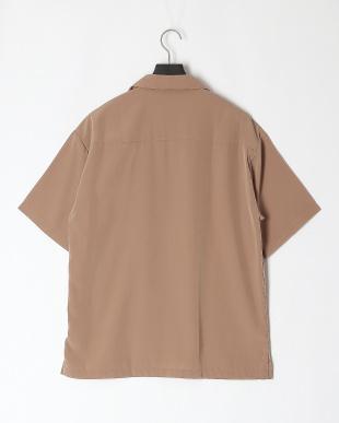 ベージュ ポリエステルオープン襟シャツを見る
