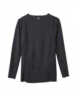 ブラック ロングスリーブシャツを見る