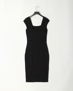 Black キャップスリーブドレスを見る