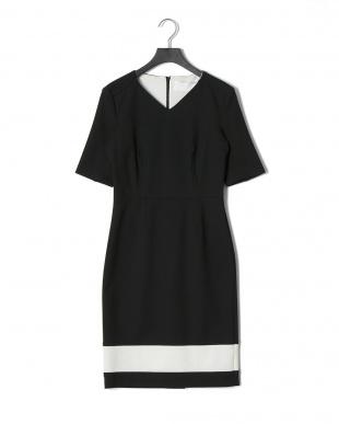 Black ストレッチ Vネック 裾ライン ドレスを見る