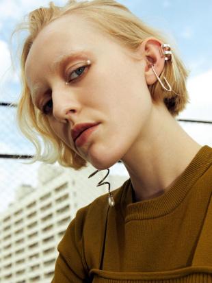 ゴールド ELLIPSE EAR CUFF UN3D.を見る