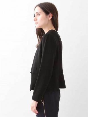 ブラック ノーカラーデザインジャケット TARA JARMONを見る