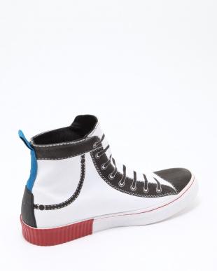 H1527  Sneakersを見る