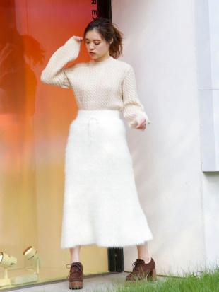 オフホワイト ふわふわニットマキシスカート dazzlinを見る