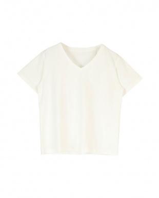 ホワイト ベーシックVネックTシャツを見る