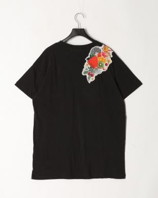 ブラック イチゴ柄Tシャツを見る