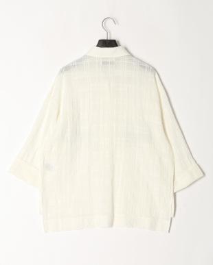 オフホワイト 透かしチェック刺繍シャツを見る