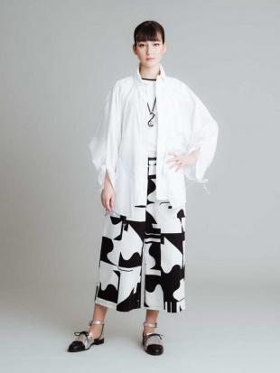 ホワイト 【洗濯機で洗える】デザインシャツブラウス HIROKO KOSHINOを見る