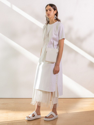 ホワイト フリンジスカート UN3D.を見る